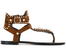 Flache Sandalen mit Nieten