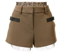 Shorts mit Schnallen