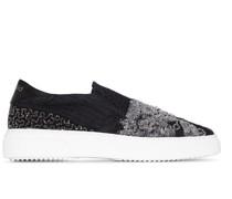 Sneakers mit Perlenstickerei