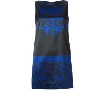 Kleid mit gotischem Logo