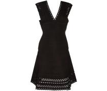 Kleid mit ausgestellter Form