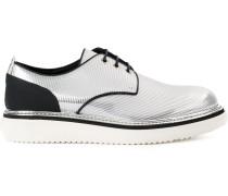 Derby-Schuhe mit Metallic-Effekt