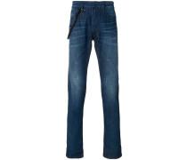 Schmale Jeans mit Farbklecksen