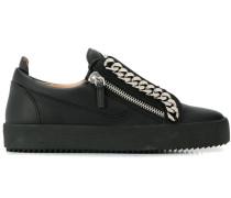 'Frankie' Sneakers mit Zierkette