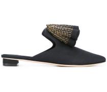 Sandalen mit Rüschenapplikation