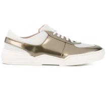 Sneakers mit MetallicEffekt