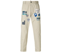 Schmale Hose mit Patches