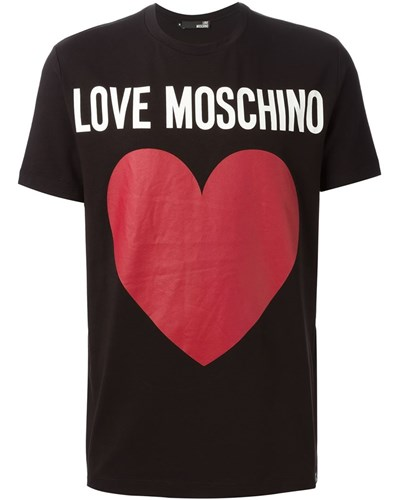 moschino herren t shirt mit herz print 30 reduziert. Black Bedroom Furniture Sets. Home Design Ideas