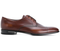 Derby-Schuhe mit eckiger Kappe