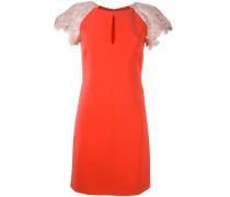 Kleid mit verzierten Ärmeln