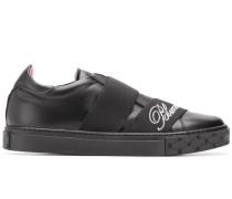 Sneakers mit elastischem Band