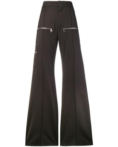 Weit ausgestellte Hose