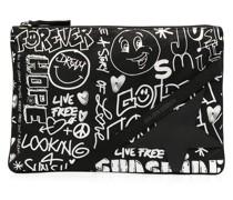 Clutch mit Graffiti-Print