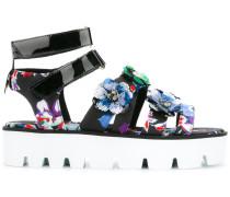 Sandalen mit floralen Akzenten