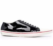 Sneakers mit Glanzoptik