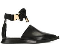 Sandalen mit spitzer Kappe