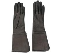 Verzierte Handschuhe