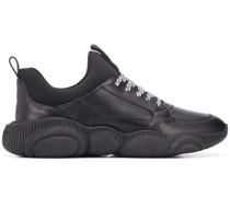 Sneakers mit gestreifter Schnürung