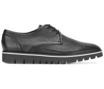 - Perforierte Derby-Schuhe mit breiter Sohle