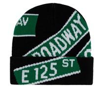 Mütze mit Straßenzeichen