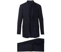 Schmaler Anzug mit Faltendetail