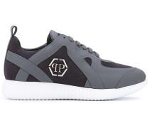 Sneakers mit LogoSchild