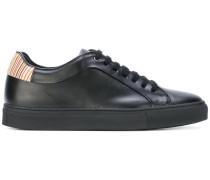 Sneakers mit gestreifter Ferse
