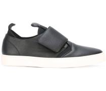 Slip-On-Sneakers mit Riemen