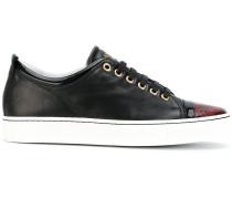 Sneakers mit Kontrastkappe