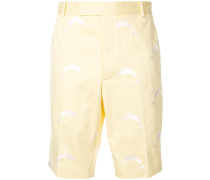Shorts mit aufgestickten Delfinen