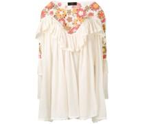 Gerüschtes Kleid mit Häkeleinsatz