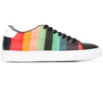 Sneakers mit Regenbogen-Streifen