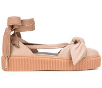 Sandalen mit Schleifenschnürung