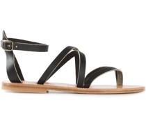 Flache Sandalen mit Riemchen