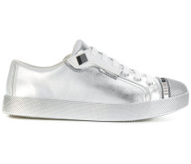 Sneakers im Metallic-Look