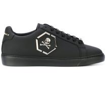 Sneakers mit Totenkopf-Detail