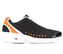 Sneakers mit Wellendesign