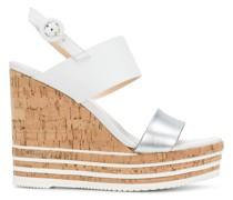 Wedge-Sandalen mit gestreifter Sohle