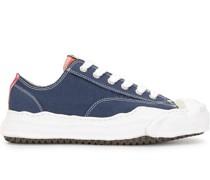 Sneakers mit gewellter Sohle
