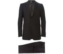 Anzug mit klassischem Design