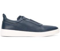 Slip-On-Sneakers mit elastischen Einsätzen