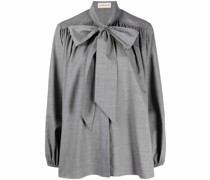pussy bow-fastening blouse
