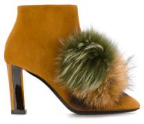 Stiefel mit Fuchspelz-Pompons