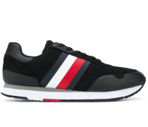 Netz-Sneakers mit Streifen