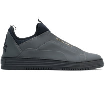 Sneakers mit Totenkopf-Patch
