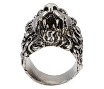Ring mit Löwenkopf