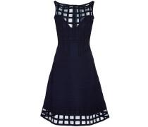 - Semi-transparentes Kleid mit ausgestelltem Rock
