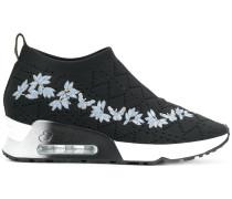 Sneakers mit floraler Stickerei
