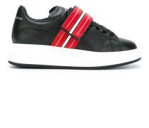 Sneakers mit erhöhter Sohle