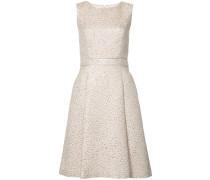 Texturiertes Kleid mit ärmellosem Design